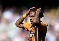 Tiền đạo Hull City trả giá đắt vì đấm người M.U