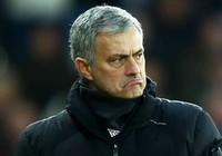 """Mourinho ức phát khóc vì có """"kẻ đâm lén"""""""