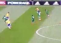 Pha kiến tạo Rabona kinh điển giúp đồng đội ghi bàn