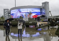 """Nga mở cửa """"siêu thị đồ quân sự"""" Army-2015"""