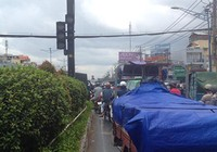 Đường tắc vì mưa lớn, đèn giao thông không hoạt động