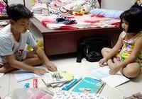 Sao cô giáo không cho các con tự bao tập vở?