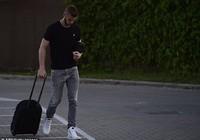 Không thể rời M.U, De Gea cười gượng gạo trở về Madrid
