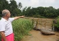 Mưa lớn nước cuốn sập cầu, hàng trăm người dân bị cô lập