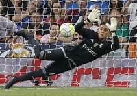 Thủ môn Real Madrid bật khóc nức nở vì không thể tới M.U