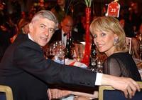 Sốc: 'Giáo sư' Wenger ly dị vợ theo tình mới