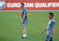 Roy Keane làm 'giặc miệng' cho M.U