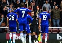 Chelsea lại thua, Arsenal lên ngôi đầu bảng