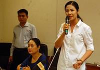 Hoa hậu Ngọc Hân góp ý dự thảo văn kiện Đại hội Đảng