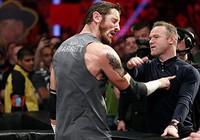 Bị xúc phạm, Rooney thẳng tay tát ngôi sao đô vật WWE