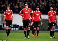Bị loại khỏi Champions League, Man United đổ lỗi cho… phòng thay đồ