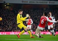 Koscielny tỏa sáng, Arsenal vững ngôi đầu