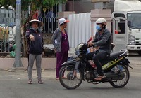 Chùm ảnh: Cò vé tàu tung hoành trước cửa ga Sài Gòn