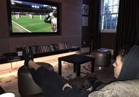 Ozil bình thản ngồi ghế sofa xem Arsenal bế tắc trước Stoke