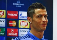 Bị phóng viên hỏi xéo, Ronaldo bỏ họp báo