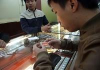 Chen nhau mua vàng lấy 'vía' thần tài đầu năm