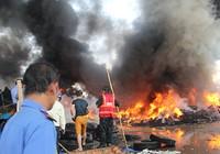 Kho vỏ xe cả ngàn mét vuông  bốc cháy ngùn ngụt