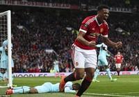 Man Utd 'hút chết', bị tố được trọng tài thiên vị