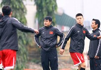 HLV Hữu Thắng ra mắt và tri ân cựu cầu thủ