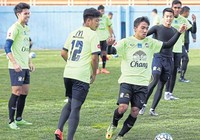 Tuyển Thái Lan có 'cầu thủ thứ 12' tại Tehran