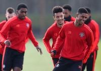 Người hùng của Man Utd bị cấm bén mảng đến đội 1