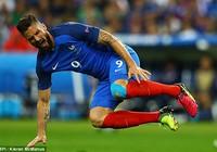Giroud dính chấn thương, nguy cơ lỡ trận bán kết với Đức