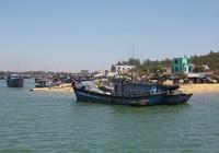 Vụ tàu cá bị đâm chìm: 5 ngư dân vẫn chưa về đất liền