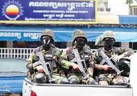 """Ông Hun Sen """"siết"""" phe đối lập trước bầu cử"""
