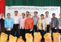 Tặng quà cho đồng bào người Chăm Ninh Thuận