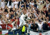 15 năm trước,Beckham đã tạo nên khoảnh khắc bùng nổ này