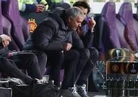 Nổi điên với hàng công MU, Mourinho mắng cả Ibrahimovic