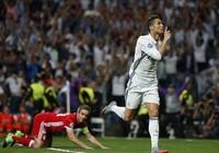 """Ronaldo một mình gia nhập """"câu lạc bộ"""" 100"""