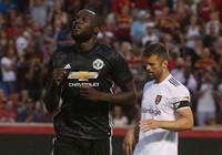 Lukaku ghi bàn quyết định, MU ngược dòng thắng nhọc