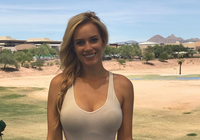 Tay golf xinh như hotgirl mặc sexy để phản đối luật mới