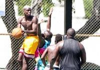 Sao MU bị cấm chơi bóng rổ, Lukaku chấn thương