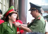 """Những """"đóa hồng"""" của  Học viện Cảnh sát nhân dân trong ngày tốt nghiệp"""