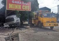 Xe container bất ngờ đâm vào nhiều nhà dân ven quốc lộ