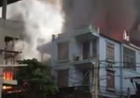Cháy lớn thiêu rụi xưởng sản xuất hàng nội thất