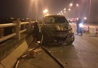 Va chạm xe, nam sinh viên bị hất văng khỏi cầu tử vong