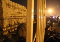 Trắng đêm chờ mua vé ở sân vận động Mỹ Đình