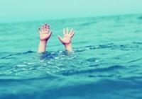 1 học sinh đang học bơi, bất ngờ bị ngất rồi tử vong