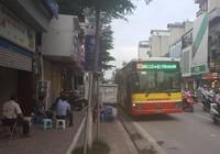 Va chạm với xe buýt, nam thanh niên nhập viện cấp cứu