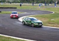 Hứng khởi với học viện lái xe an toàn Mercedes-Benz 2016