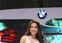 BMW đúng là siêu xe, công nghệ và người đẹp