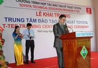 Toyota hỗ trợ đào tạo kỹ thuật ô tô cho Vĩnh Long