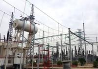 Lắp hệ thống cột, xà Trạm biến áp 220 kV Đồng Hới