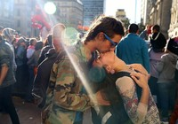Chiêm ngưỡng những nụ hôn đường phố đắm say