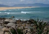 Khám phá nét hoang sơ biển Vũng Bầu