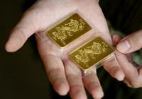 Tặng giấy khen hai học sinh nghèo nhặt được vàng đem trả lại