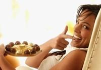 Phản bác quan niệm tác dụng của chocolate lên 'chuyện ấy'